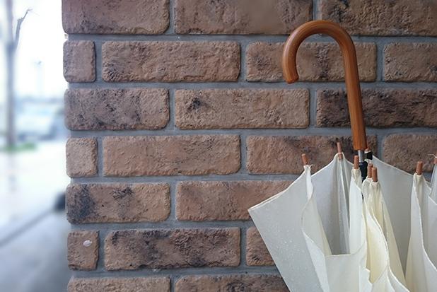 置き忘れやすく盗まれやすい……傘にしておくべき盗難・置き忘れ対策